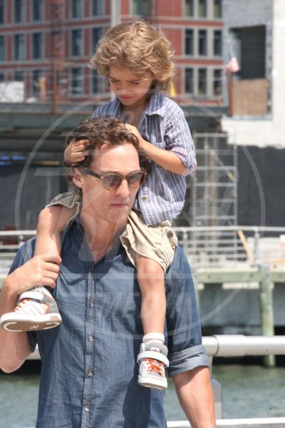 Levi McConaughey, Matthew McConaughey - New York - 26-08-2012 - Mammo son tanto felice, il lato paterno dei vip
