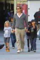 Shiloh Jolie Pitt, Maddox Jolie Pitt, Zahara Jolie Pitt, Pax Thien Jolie Pitt, Brad Pitt - Hollywood - 25-11-2011 - Il cuore di un padre è un capolavoro della natura
