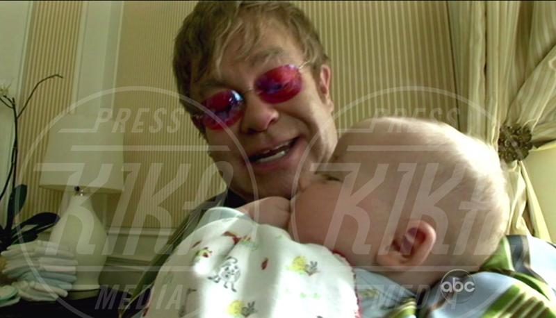 Zachary Furnish-John, Elton John - New York - 23-04-2011 - I neonati diventano star in rete grazie al Childbirth-selfie