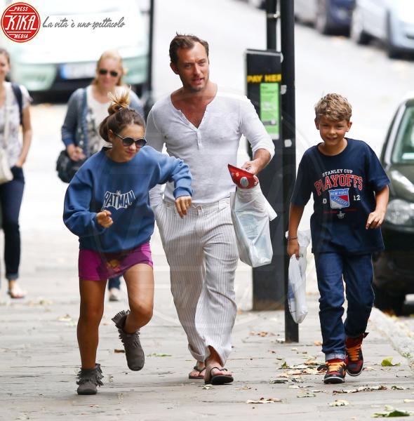 Rudy Law, Iris Law, Jude Law - Londra - 13-08-2012 - Jude Law nei panni di Albus Silente? Wow!