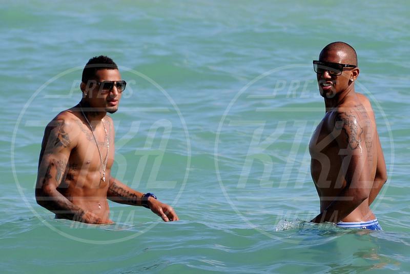 Kevin-Prince Boateng, Jerome Boateng - south beach - 23-12-2011 - Il mondo è bello vicino a mio fratello