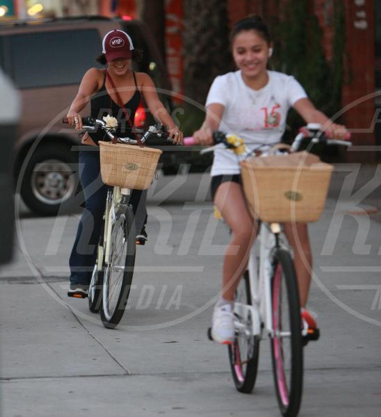 Stella Teodora Hudgens, Vanessa Hudgens - Sherman Oaks - 02-10-2011 - Il mondo è bello vicino a mio fratello