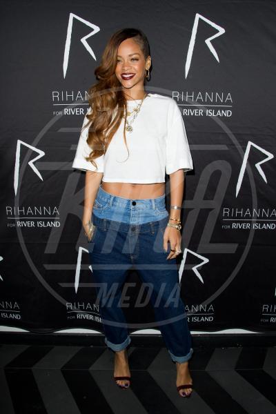 Rihanna - Londra - 05-03-2013 - Il rossetto dell'autunno? E' rosso Burgundy