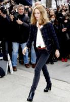 Vanessa Paradis - Parigi - 05-03-2013 - Bando alla formalità: a tutto jeans sul red carpet