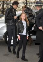 Lila Grace Moss, Jamie Hince, Kate Moss - Parigi - 07-03-2013 - Tale madre tale figlia, giovanissima: la riconosci?