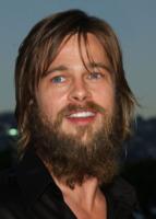 Brad Pitt - Beverly Hills - 18-04-2004 - Uomo barbuto sempre piaciuto, oppure no?