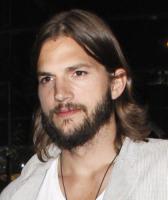 Ashton Kutcher - Brentwood - 06-09-2011 - Uomo barbuto sempre piaciuto, oppure no?