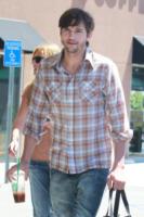 Ashton Kutcher - Los Angeles - 17-04-2012 - Demi Moore: divorzio si', ma con penale