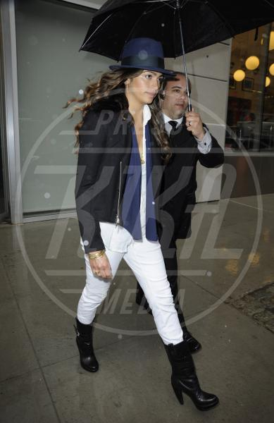 Camila Alves - New York - 12-03-2013 - Il must dell'estate? I pantaloni bianchi