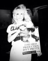 Pamela Anderson - 12-03-2013 - Le celebrità sono i veri guardiani… dell'ambiente!