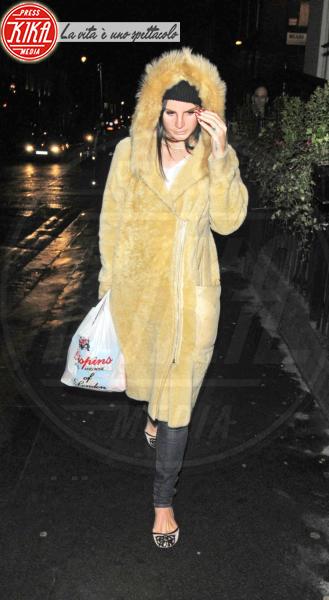 Lana Del Rey - Londra - 13-03-2013 - Calda e colorata: è la Venere in ecopelliccia!