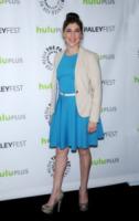 Mayim Bialik - Beverly Hills - 12-03-2013 - Il cast di Big Bang Theory insieme per ottenere un aumento