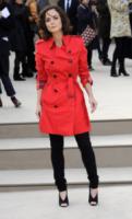 Alice Braga - Londra - 18-02-2013 - La primavera è arrivata: è tempo di trench!
