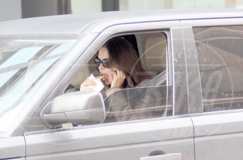Nina Moric - Milano - 17-03-2013 - Star come noi: Selena Gomez, anche i famosi mangiano in auto