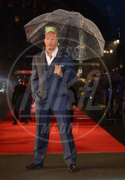 """Dwayne """"The Rock"""" Johnson - Londra - 18-03-2013 - La primavera non arriva. E tu, di che ombrello sei?"""