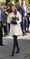 Kate Middleton - Buckinghamshire - 19-03-2013 - En pendant con l'inverno con un cappotto bianco