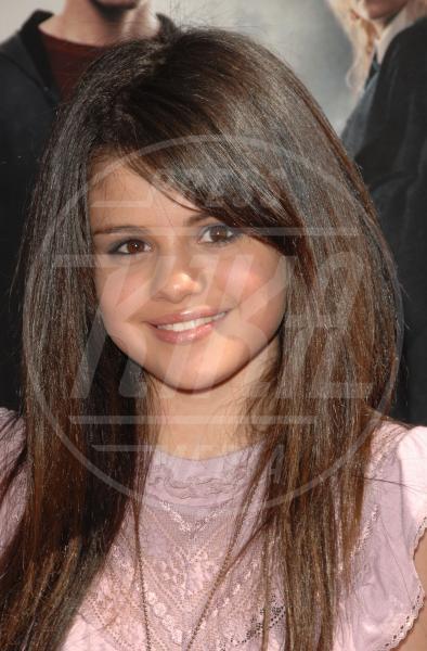 Selena Gomez - Hollywood - 08-07-2007 - Emma Watson: ieri streghetta, oggi sex symbol