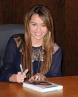 """Miley Cyrus - Los Angeles - 07-03-2009 - Miley Cyrus: """"All'alcol preferisco la marijuana"""""""
