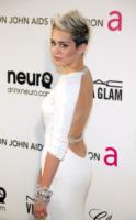 """Miley Cyrus - Los Angeles - 24-02-2013 - Miley Cyrus: """"All'alcol preferisco la marijuana"""""""
