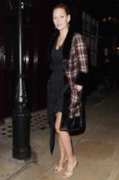 Uma Thurman - Londra - 21-03-2013 - Basta tinta unita! Colora l'inverno con un cappotto fantasia!