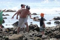 figlio, Liev Schreiber - Los Angeles - 23-03-2013 - Naomi Watts: quant'è bello andare al mare con la famiglia
