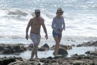 Liev Schreiber, Naomi Watts - Los Angeles - 23-03-2013 - Naomi Watts: quant'è bello andare al mare con la famiglia