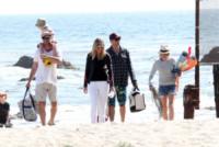 figlio, Liev Schreiber, Naomi Watts - Los Angeles - 23-03-2013 - Naomi Watts: quant'è bello andare al mare con la famiglia