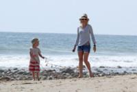 figlio, Naomi Watts - Los Angeles - 23-03-2013 - Naomi Watts: quant'è bello andare al mare con la famiglia