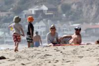 Samuel Schreiber, Alexander Schreiber, Liev Schreiber, Naomi Watts - Los Angeles - 23-03-2013 - Naomi Watts: quant'è bello andare al mare con la famiglia