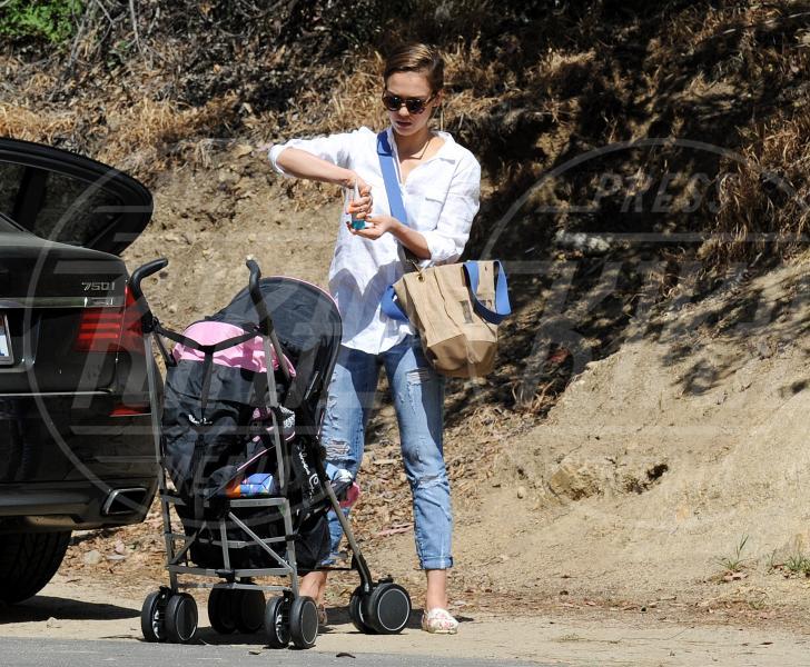 Jessica Alba - Los Angeles - 24-03-2013 - A tre ruote, colorato o tutto blu: a ognuno il suo passeggino