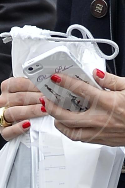 Olivia Palermo - New York - 25-03-2013 - Questa bottiglia è di Nina Dobrev: c'è scritto sopra!