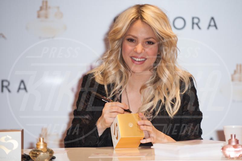 Shakira - Parigi - 27-03-2013 - Profumo di star: Katy Perry comanda la fila