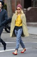 Sienna Miller - New York - 28-03-2013 - Un pugno nell'occhio: Sienna Miller, oggi mi va di uscire in pigiama