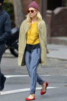 Sienna Miller - New York - 28-03-2013 - Star come noi, la mattina resto in pigiama!
