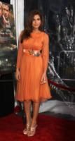 Eva Mendes - New York - 28-03-2013 - Viola o arancione? È questo il dilemma… per Halloween!