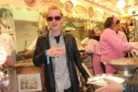 Macaulay Culkin - Parigi - 30-03-2013 - Macauly Culkin è vivo e va al parco giochi a Parigi