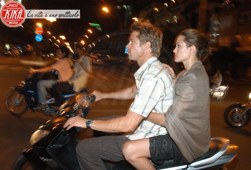 "Angelina Jolie, Brad Pitt - Ho Chi Minh - 06-12-2006 - Angelina Jolie spiega: ""Non volevo, ma è successo"""