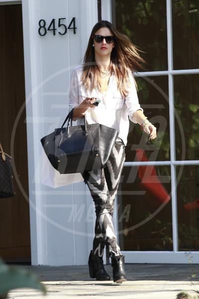 Alessandra Ambrosio - Los Angeles - 02-04-2013 - Le celebrity nate con la camicia… bianca!