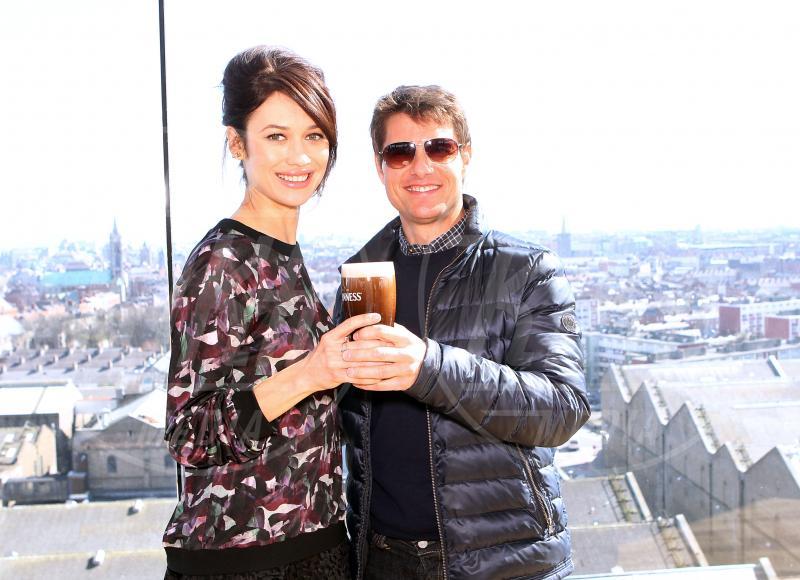 Olga Kurylenko, Tom Cruise - Dublino - 03-04-2013 - Camilla di Cornovaglia, in vino veritas?