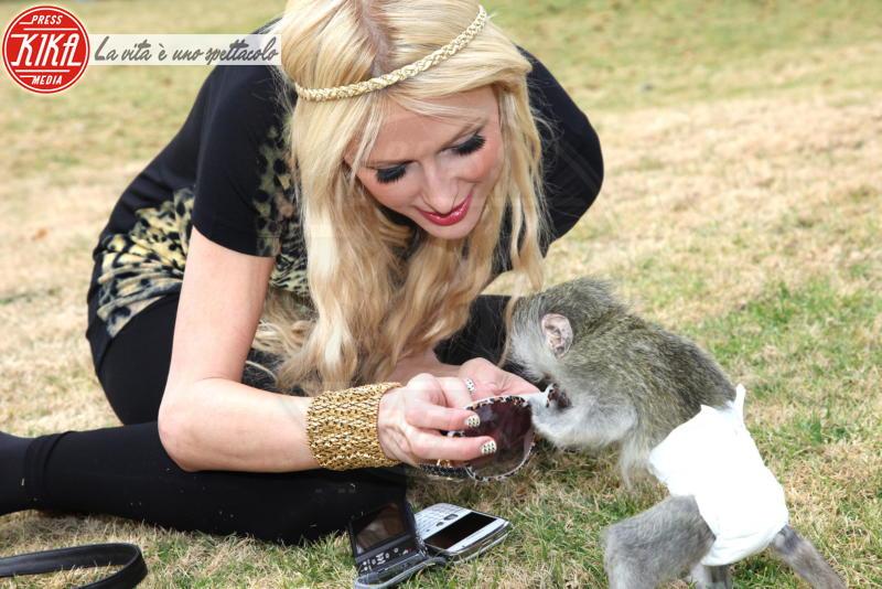 Paris Hilton - Elba - 20-07-2010 - Il leopardo non si ammaestra, si indossa