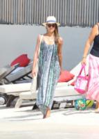 Jessica Alba - St. Barths - 06-04-2013 - Shorts, maxidress o pareo: e tu cosa indossi in spiaggia?