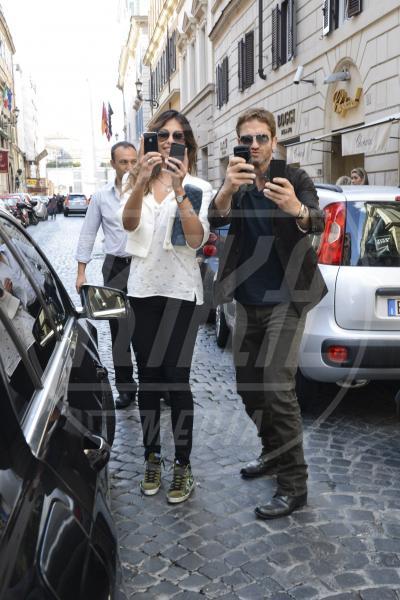 Madalina Ghenea, Gerard Butler - Roma - 08-04-2013 - Chi di macchina fotografica ferisce…