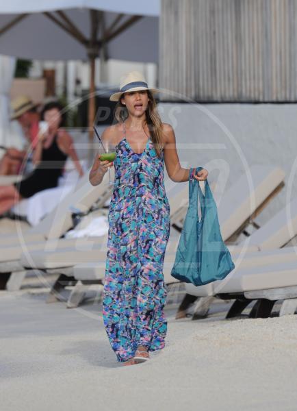 Jessica Alba - Saint Barts - 07-04-2013 - SOS Cocktail: ma sai quante calorie stai bevendo?