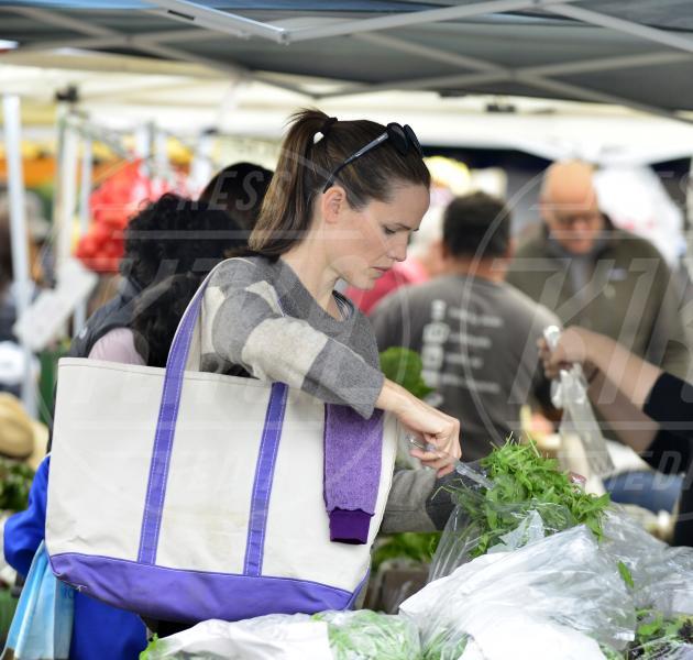 Jennifer Garner - Los Angeles - 08-04-2013 - Locale e di stagione: la frutta e la verdura preferita dai VIP!