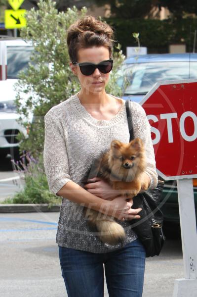 Kate Beckinsale - Los Angeles - 08-04-2013 - Il cagnetto, dove lo metto? Fai come le celebs!