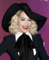 Rita Ora - Los Angeles - 11-04-2013 - Rita Ora come il Cavaliere Sorridente di Frans Hals