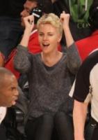 Charlize Theron - Los Angeles - 15-04-2013 - Quando le celebrity diventano il pubblico