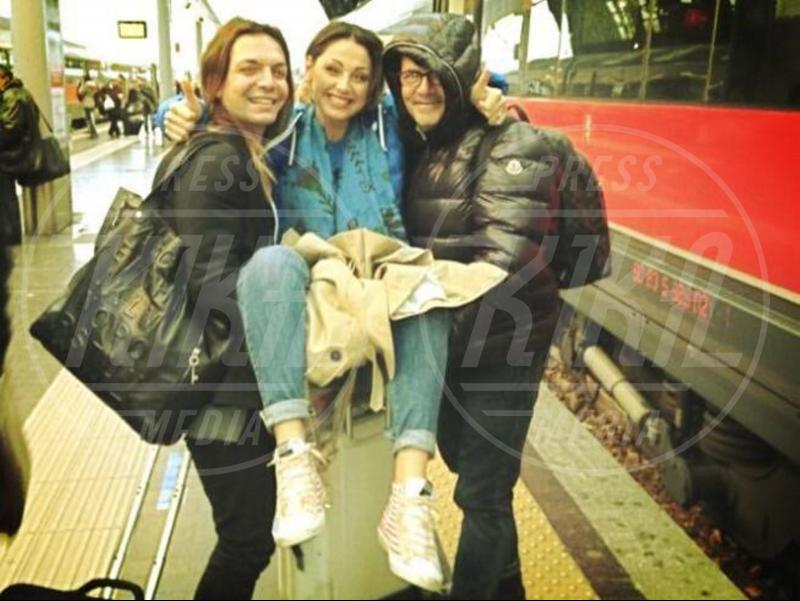 Anna Tatangelo - Milano - 15-04-2013 - Star come noi: Edoardo Bennato nella metro napoletana