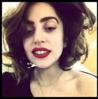 Lady Gaga - Lady Gaga sulle zeppe dopo la convalescenza