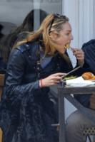 Candice Swanepoel - New York - 17-04-2013 - Star come noi: anche le modelle si abbuffano